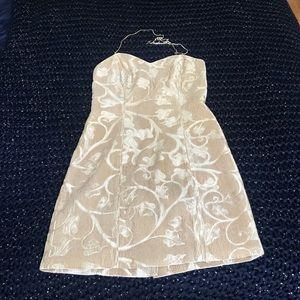 Dresses - 👗gold leaf patterned dress